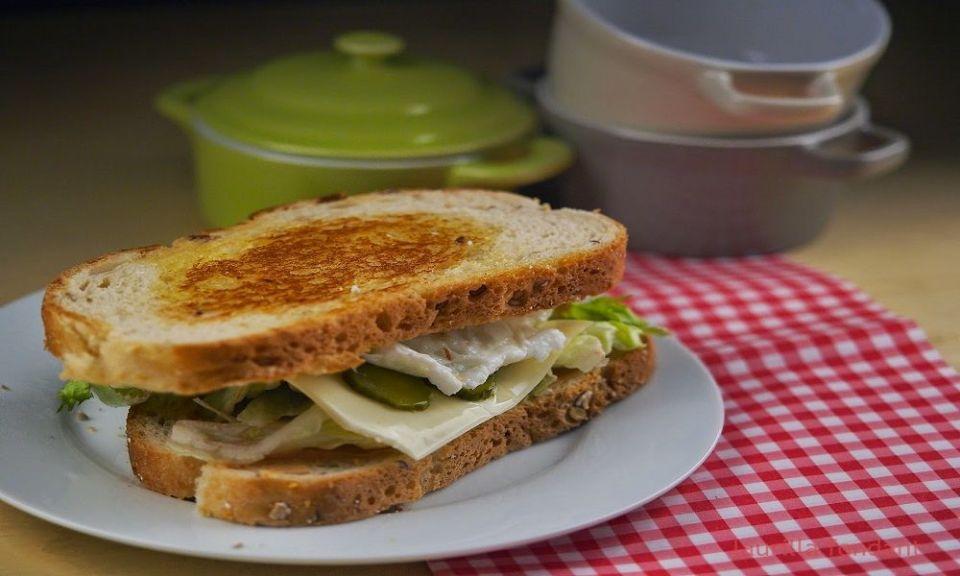 Sandwich de huevo al microondas