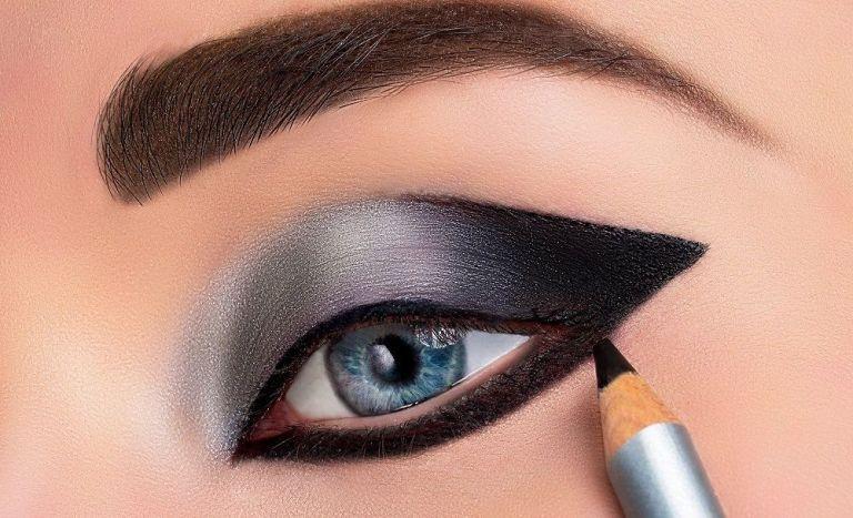 combinar el eyeliner y la máscara de pestañas