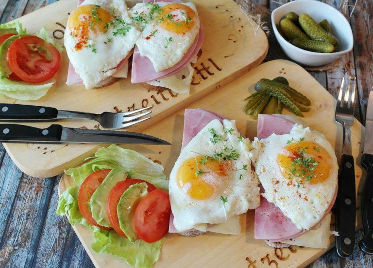 Formas saludables para cocinar huevos sin pecar demasiado