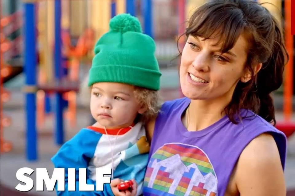 SMILF, una serie femenina que se aleja de los clichés de madres solteras amnegadas y entregadas