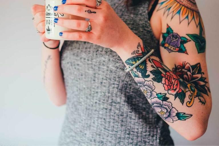 Cómo curar y cuidar un tatuaje