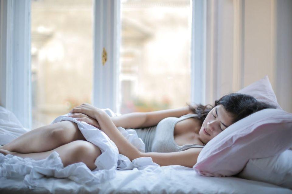 dormir bien ayuda cuidado piel