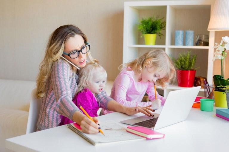 Teletrabajo y padres para conciliar vida laboral y familiar