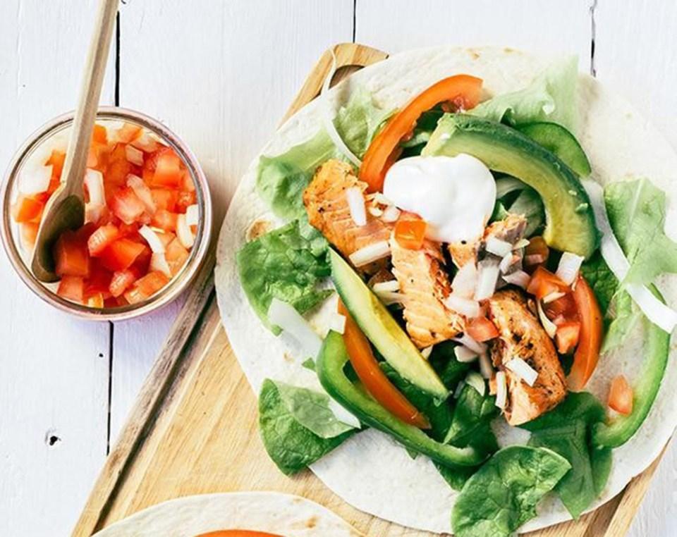 Tacos de salmón marinado