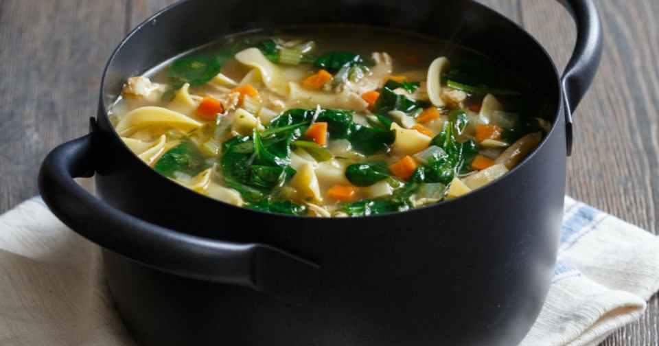 sopa de fideos y pollo, otra sencilla recetas de cremas y sopas