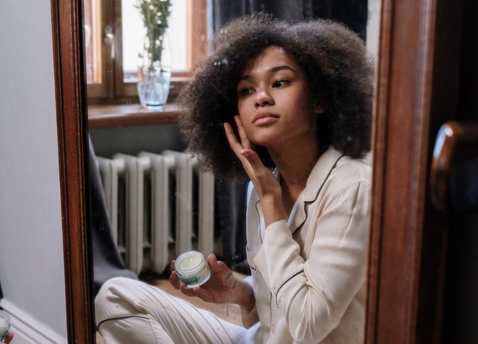 La menopausia puede provocar manchas en la cara, pero puedes atenuarlas o prevenirlas