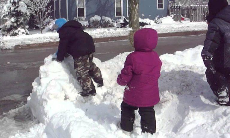 vestir a los niños para que disfruten de la nieve
