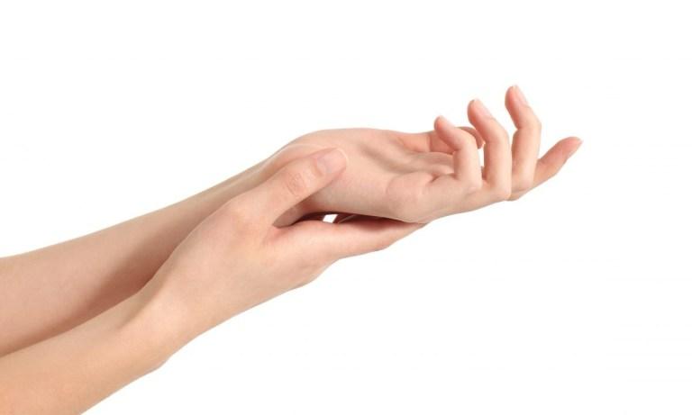 reducir las arrugas en las manos