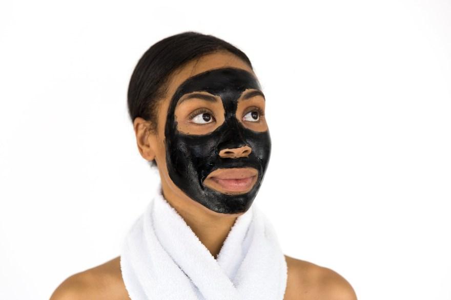 Es importante realizar un peeling o exfoliación de la cara