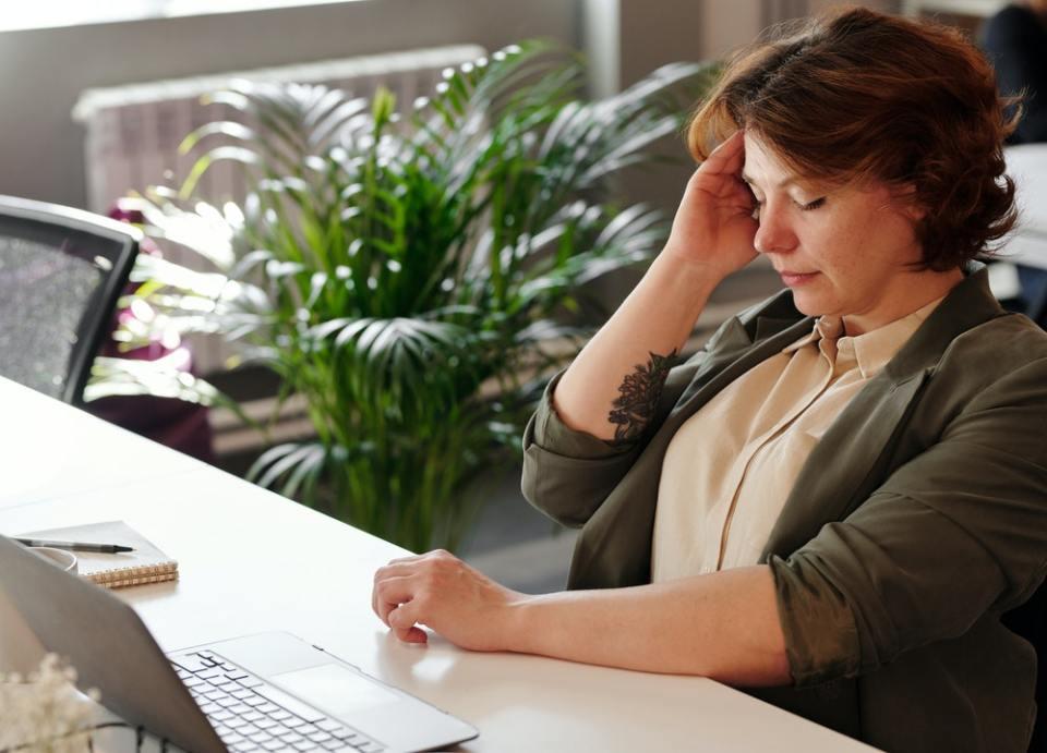 Los dolores de cabeza también son síntoma de menopausia a los 49