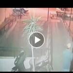 Vídeo inaudito, Ladrón Roba una scooter en pocos segundos.