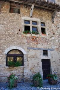 vitraux aux fenêtres