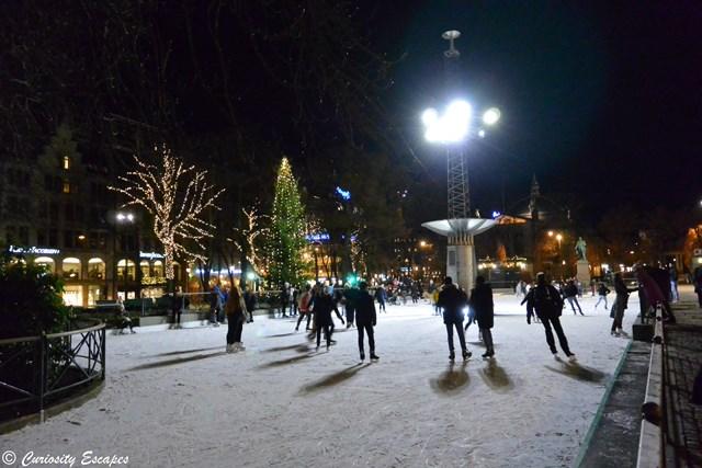 patinoire de plein air à Oslo pendant Noël