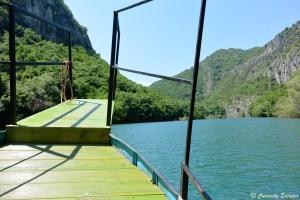 A bord du bateau sur le lac Matka