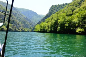A bord du bateau sur la rivière Treska, Macédoine