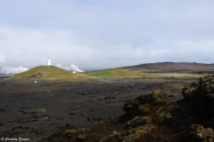 Phare de Reykjanesviti encerclé de lave durcie