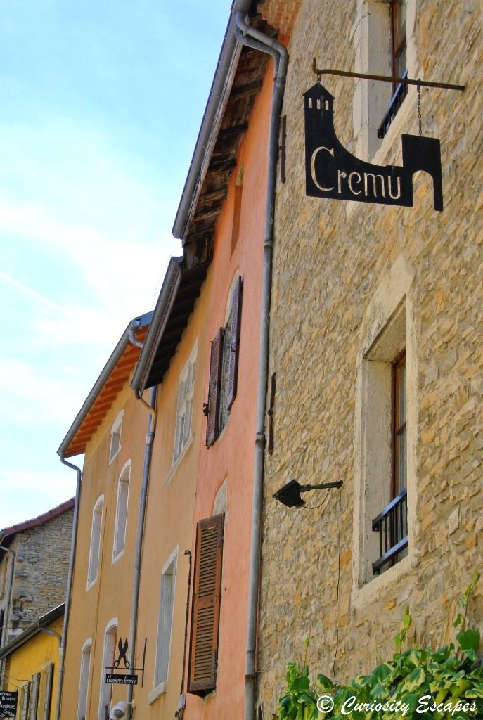 Enseignes commerçantes de Crémieu, Isère