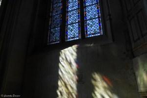 Reflet de vitrail à l'Abbaye de Saint Antoine