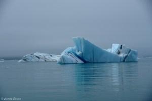 Iceberg à la dérive à Jokullsarlon