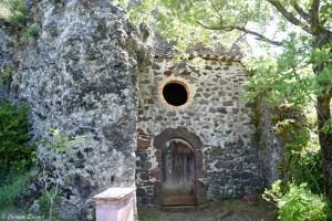 Chapelle troglodyte aux Balmes de Montbrun