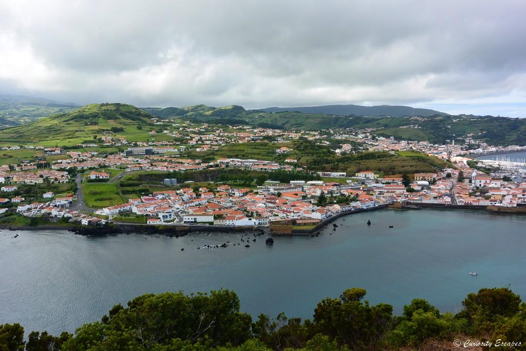 Horta vue de haut, sur l'île de Faial