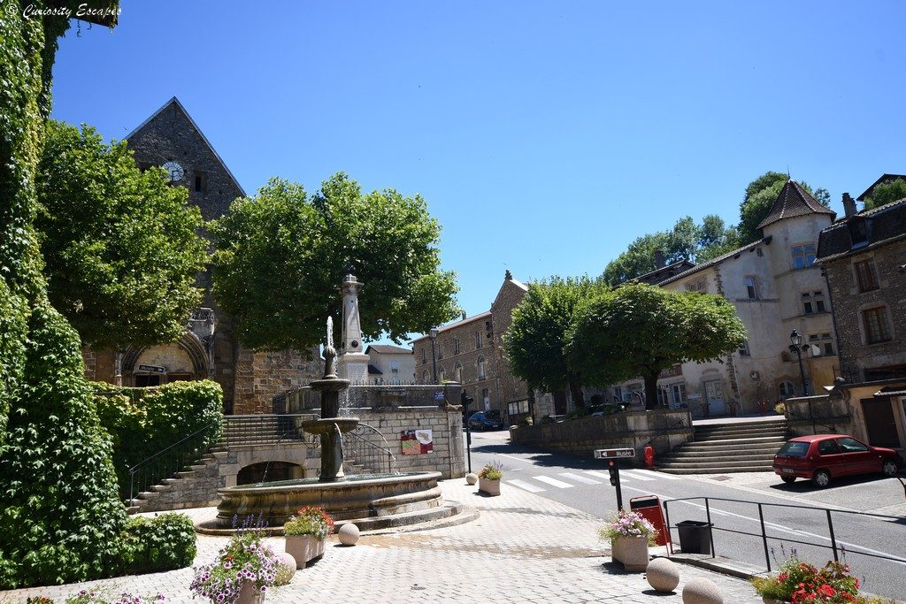 Place du village de Saint Chef