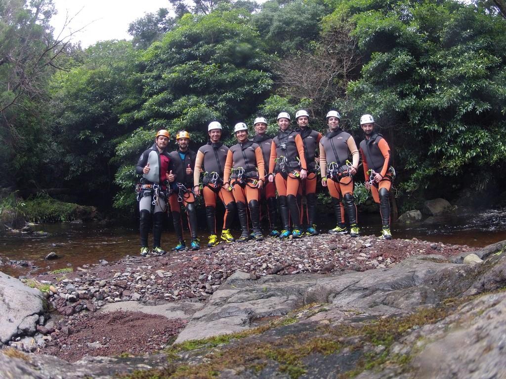 Groupe de canyoning sur Flores