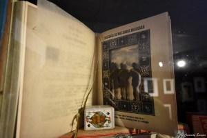 Livre illustré des contes de Beedle le Bard, Harry Potter, dessiné par le studio MinaLima