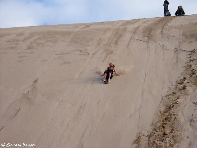 Surf sur les dunes de sable en Australie