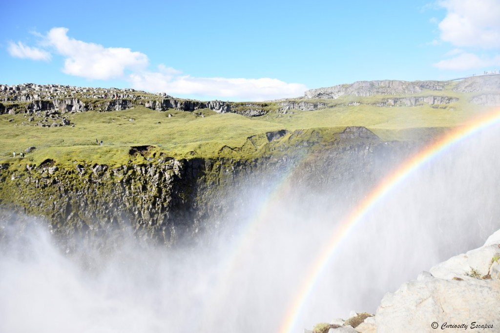 Arc-en-ciel dans le canyon de la cascade Dettifoss