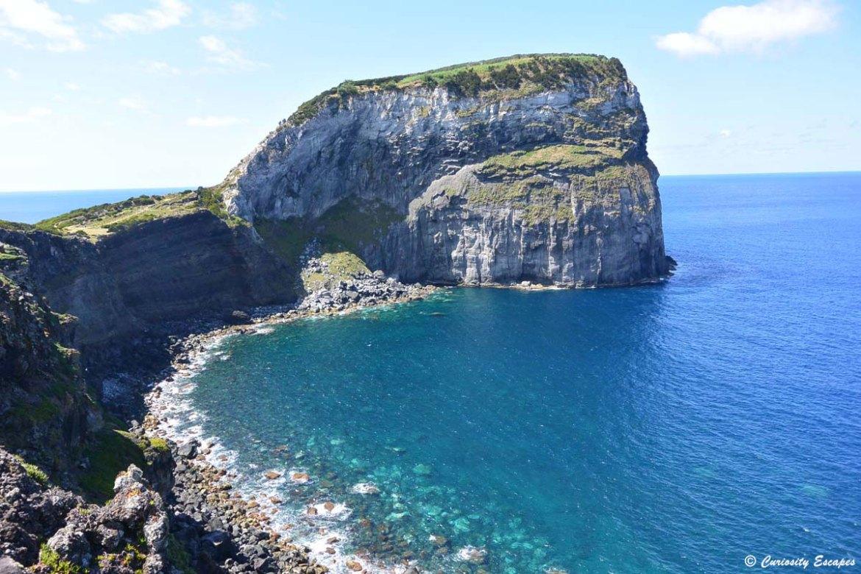 Rocher du Castelo Branco sur l'île de Faial