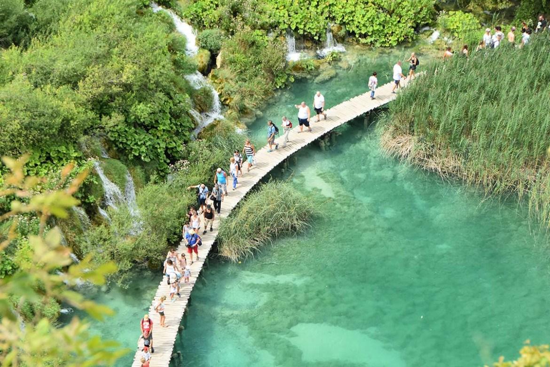 Passerelle en bois aux lacs de Plitvice