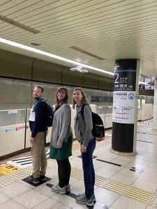 File d'attente dans le métro de Fukuoka, Japon