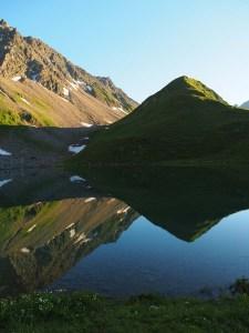 Effet miroir sur le lac d'Amour, Beaufortain