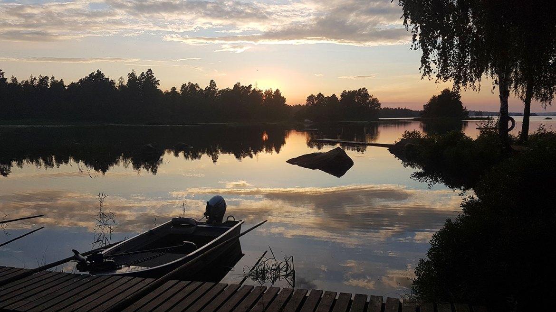 Coucher de soleil sur le parc national d'Asnen en Suède