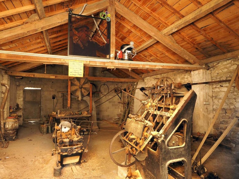 Atelier du sabotier à Désaignes, Ardèche