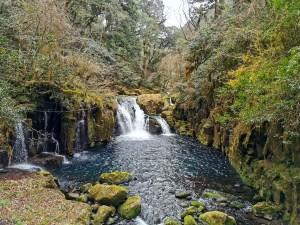 Petite cascade dans les gorges de Kikuchi au sud du Japon