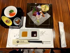 Repas gastronomique adns un ryokan au Japon