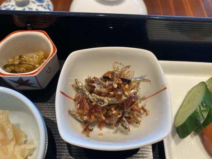 Poissons séchés au petit-déjeuner japonais