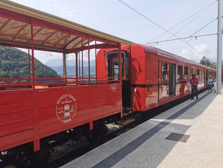Petit train rouge de La Mure en Isère