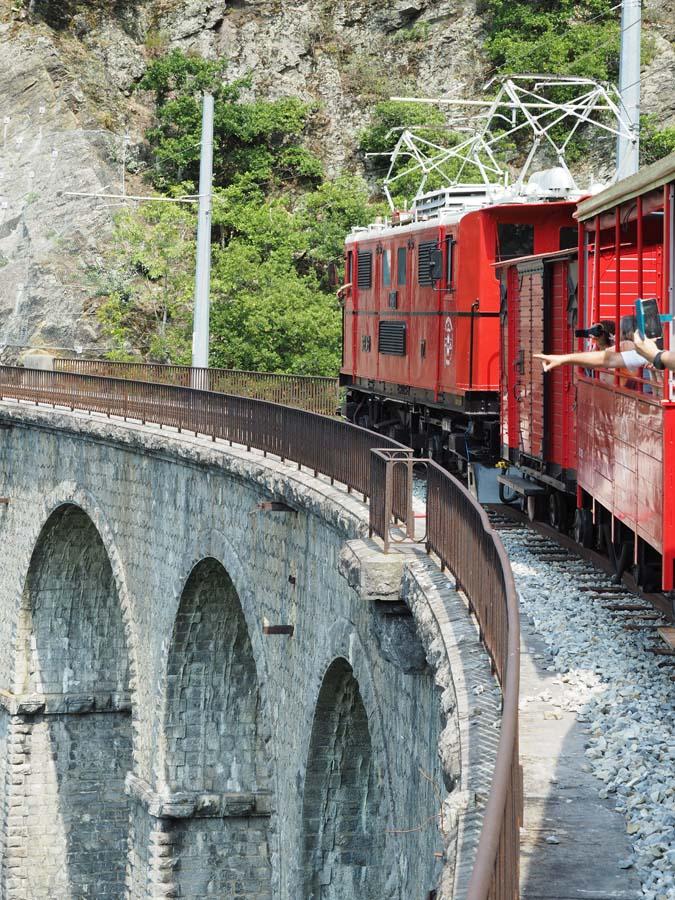Train touristique sur le viaduc, La Mure