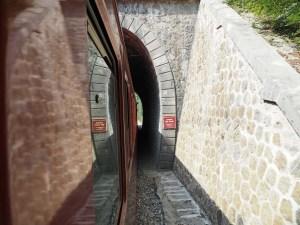Le petit train de La Mure sous un tunnel