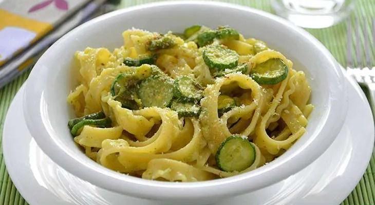 Fettuccine con zucchine alla siciliana ricetta