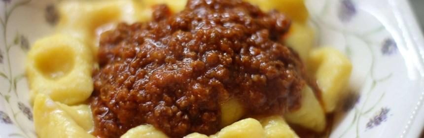Gnocchi al ragu' ricetta e preparazione fatta in casa