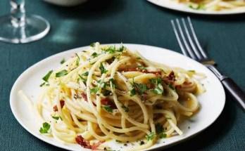 Spaghetti alla trota affumicata e pistacchi ricetta