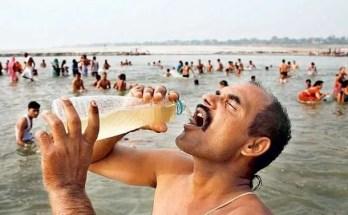 Bere l'acqua del Gange contro i ll