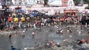 Bere l'acqua del Gange contro i virus