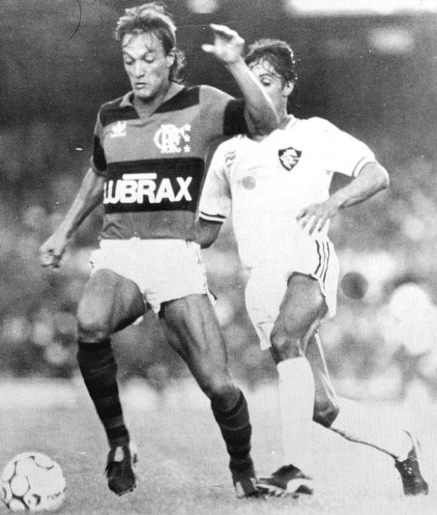 O lateral Leandro em jogo do Flamengo contra o Fluminense, em 1986