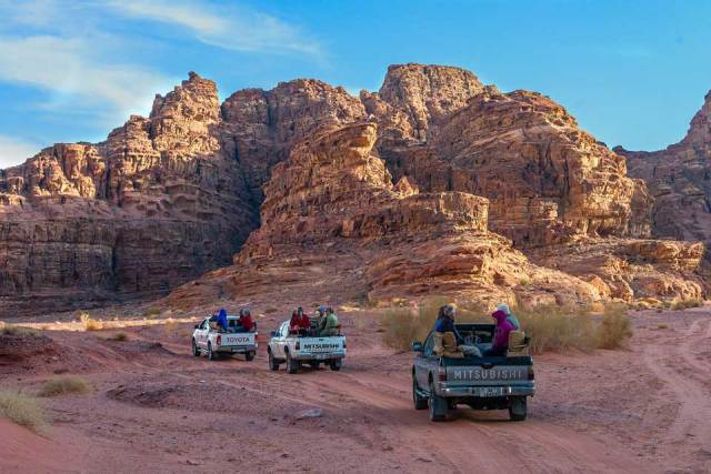 Driving out to Wadi Rum