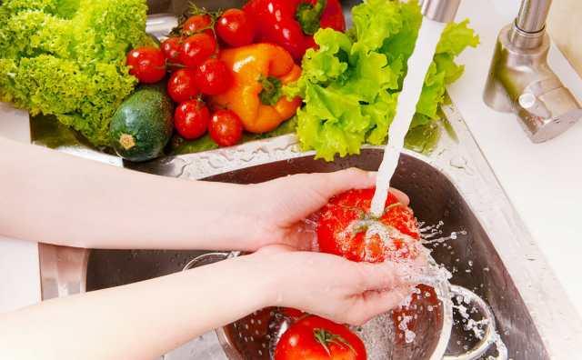 CuriousKeeda - Deit Tips For Monsoon - Wash fruits